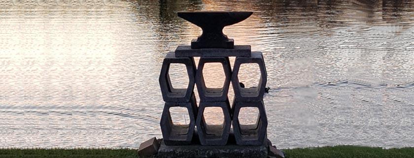 Corona Skulptur